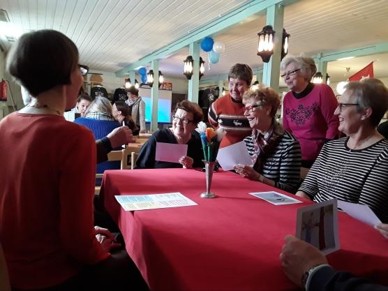 Tarinapöytä Superseniorit-tapahtumassa Kaarinassa Koriston tallilla 9.5.2017